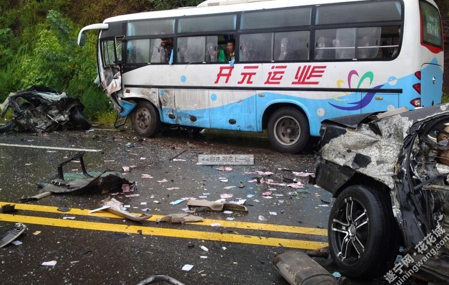 四川发生惨烈车祸