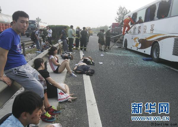 这是7月17日拍摄的京沈高速盘锦段交通事故现场。新华社发