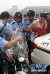 天津50路司机被乘客连捅数刀