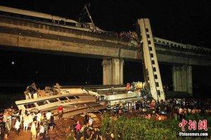 温州动车追尾事故遇难人数增至35人