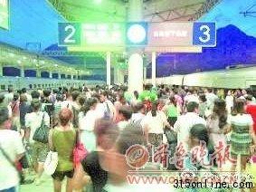 甬温线多列动车晚点 旅客与乘务员发生冲突