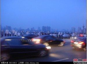 江西南昌大桥数百人自杀 矛头指向江西高院副院长
