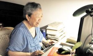 """76岁""""QQ奶奶""""网络走红 为万名网友解心忧"""