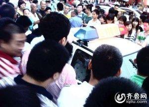 济南山大南路狱警打人遭千人围堵事件全过程(图)