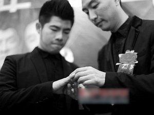 深圳第一对男同性恋公开结婚(图)