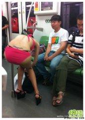 """上海地铁2号线惊现""""更衣女"""" 美女炒作胜过裸体艳照"""