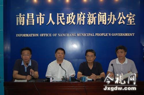 24日下午,南昌市政府召开新闻发布会,介绍发生在该市第一医院恶性械斗事件的相关情况。