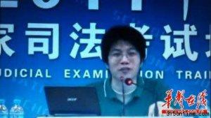 """副教授张海峡称留法女大学生""""超级潘金莲""""引争议"""