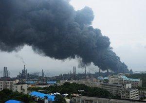 中石油一油罐爆炸引发火灾 知情人员称因操作中静电起火
