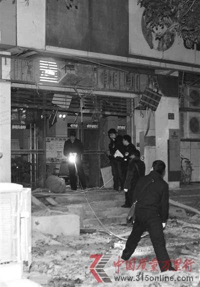 武汉市雄楚大街关山中学旁的建设银行网点门前发生爆炸