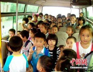 幼儿园校车超载 19座客车塞进72名儿童