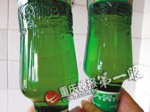 山城啤酒瓶底现不明沉淀物 厂家辩称对身体无害